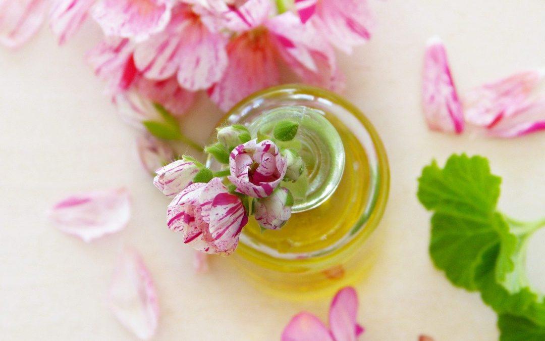 5 ätherische Öle, die Deine Fruchtbarkeit natürlich steigern können